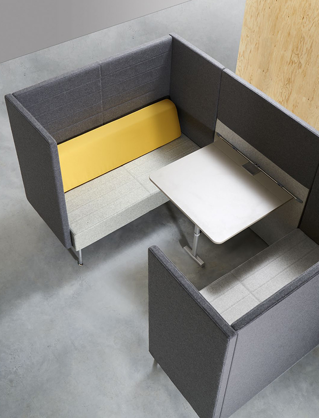 Loft_Loungesofa_mit_Tisch